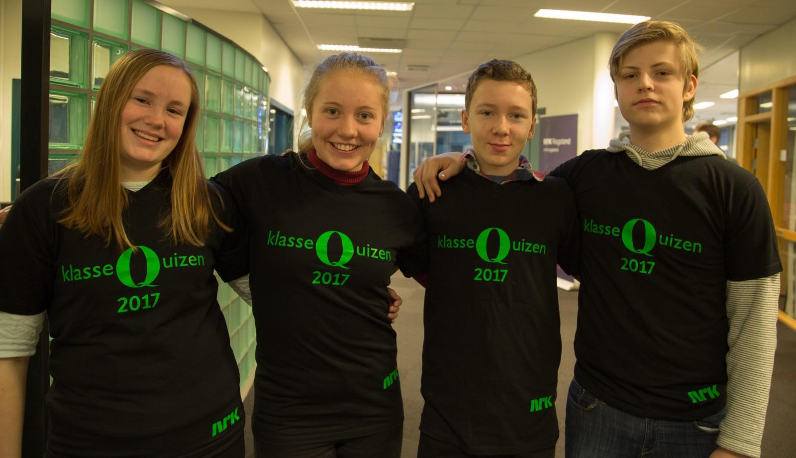 Lurahammeren ungdomsskole fikk 11 poeng. Fra venstre: Christiane Øvrebø, Joakim Neresen, Synne Alsaker og Odin Vankan