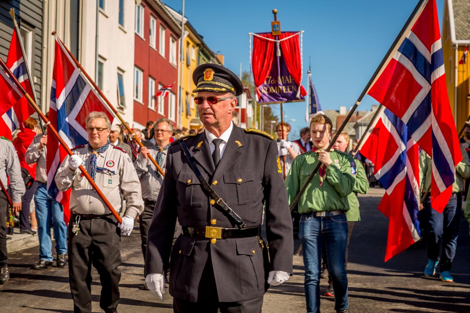 Dette blir kanskje det siste barnetoget visepolitimester Arnstein Nilssen går i. Han blir snart pensjonist.