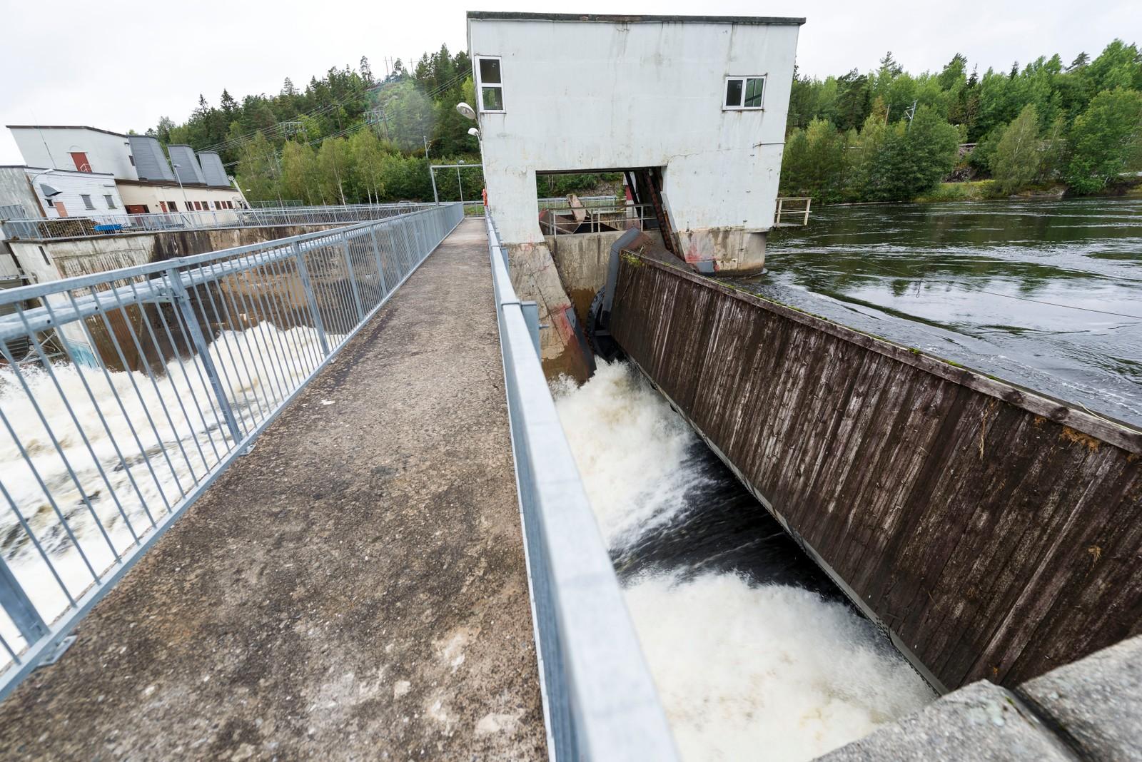 Store vannmengder ved Evenstad kraftverk.
