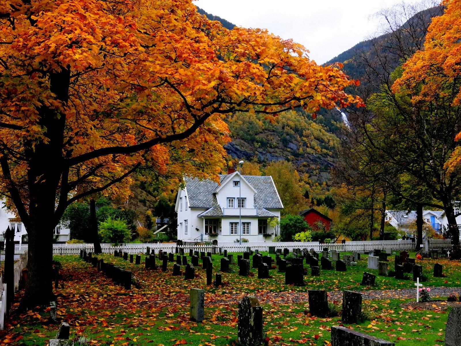Hauge kyrkjegard i Lærdal.