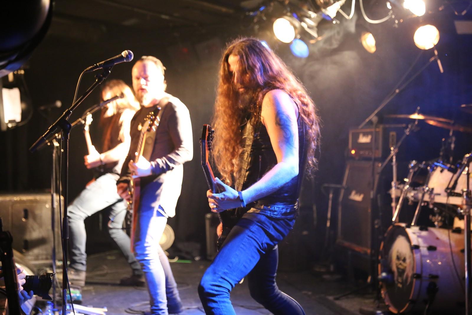 Garage er ein heilt spesiell plass, både for rocke- og metallband, men også for dei som er interesserte i musikk, seier Olav Iversen, vokalist i Sahg. Her saman med Ole Walaunet og Tony Vetås.