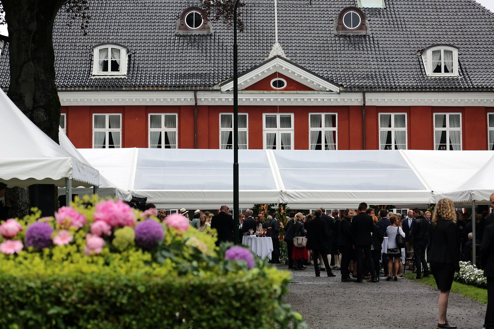 Fra hagefesten utenfor kongeboligen Ledaal i Stavanger.
