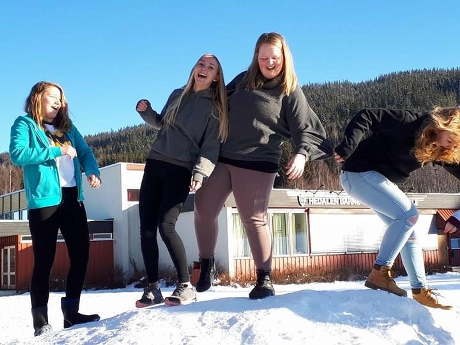 Silje, Julie, Mina Olivia og Mia fra Hedalen barne- og ungdomsskole