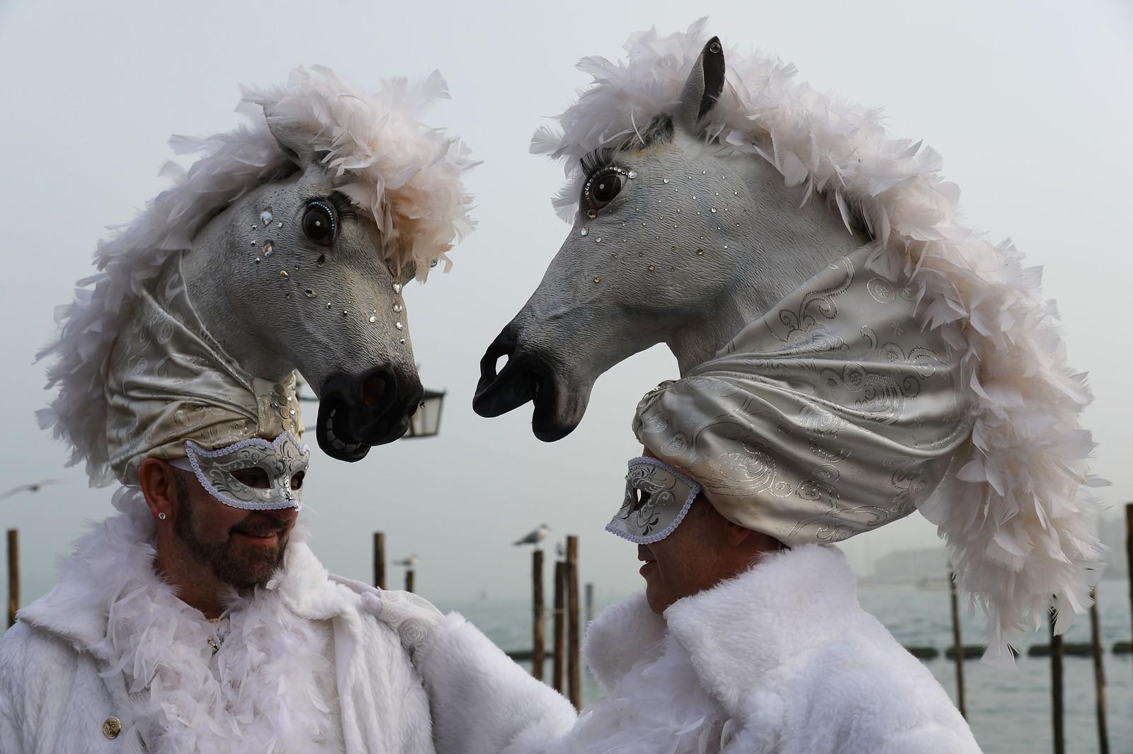 Det er karnevaltid, og dette bildet er tatt i Venezia der feiringa starta forrige helg.