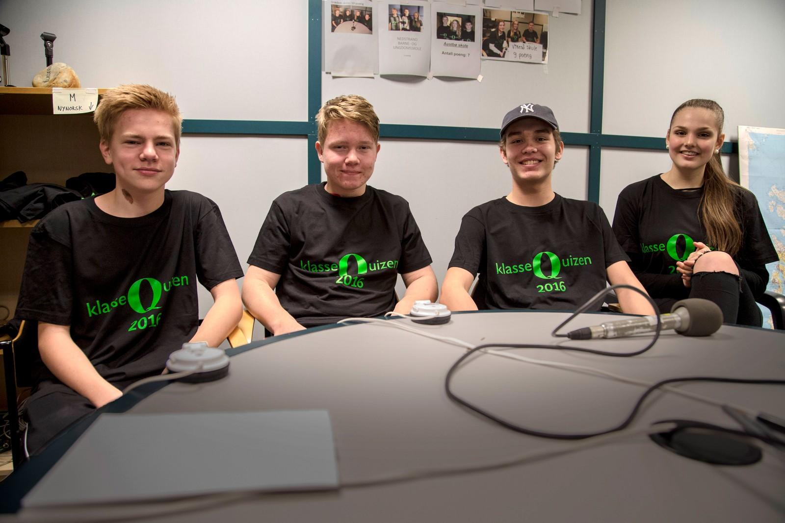 TI POENG: Laget fra Riska ungdomsskole: Mads Ericson, Simen Landmark, Steffen Ulfsnes, og reserve Tiril Maudal.