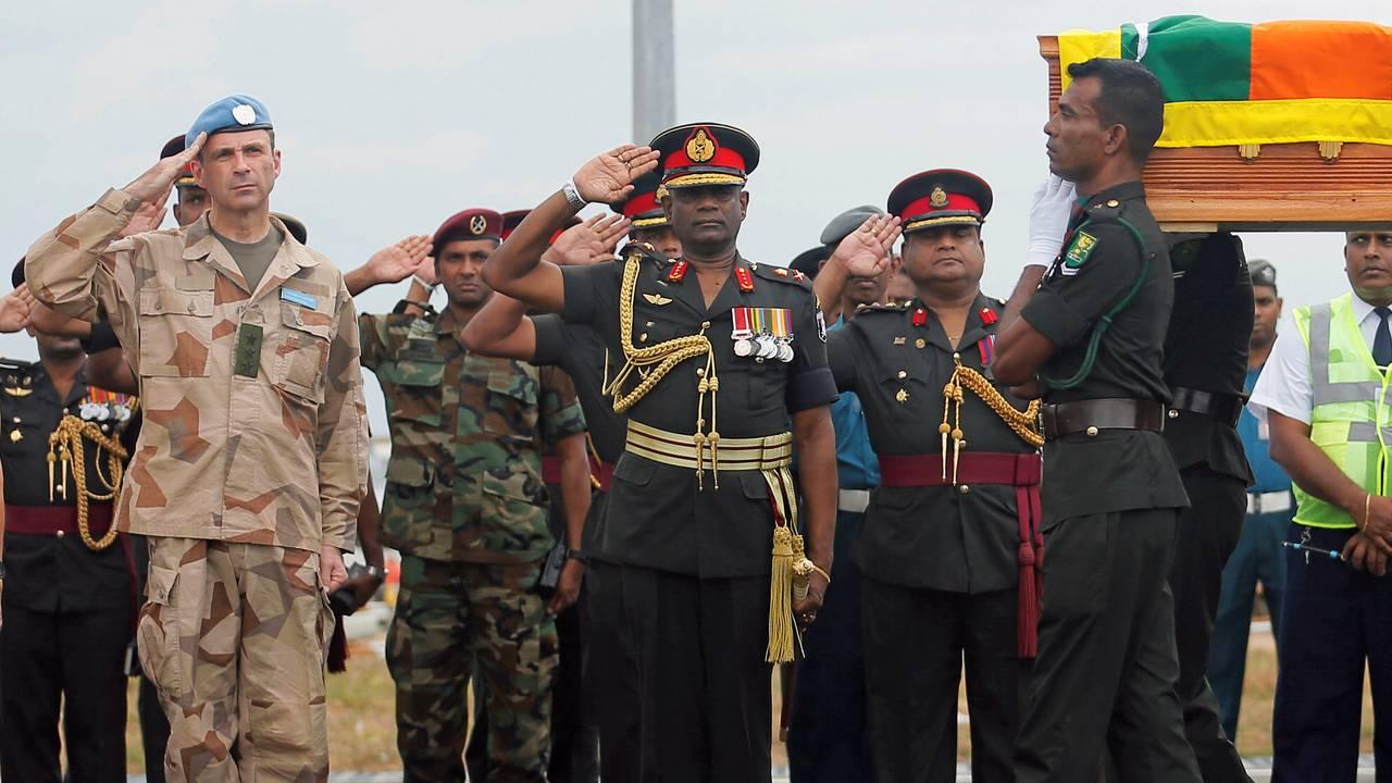 Seremoni for døde FN-soldater fra Sri Lanka. Bildet er fra februar 2019. General Dennis Gyllensporre står ytterst til venstre.