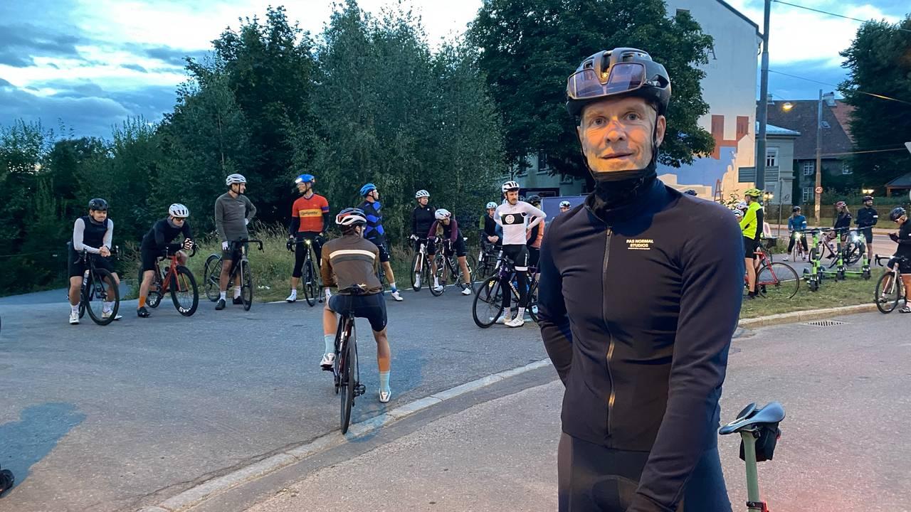 Lars Erik Lund på sykkelen.