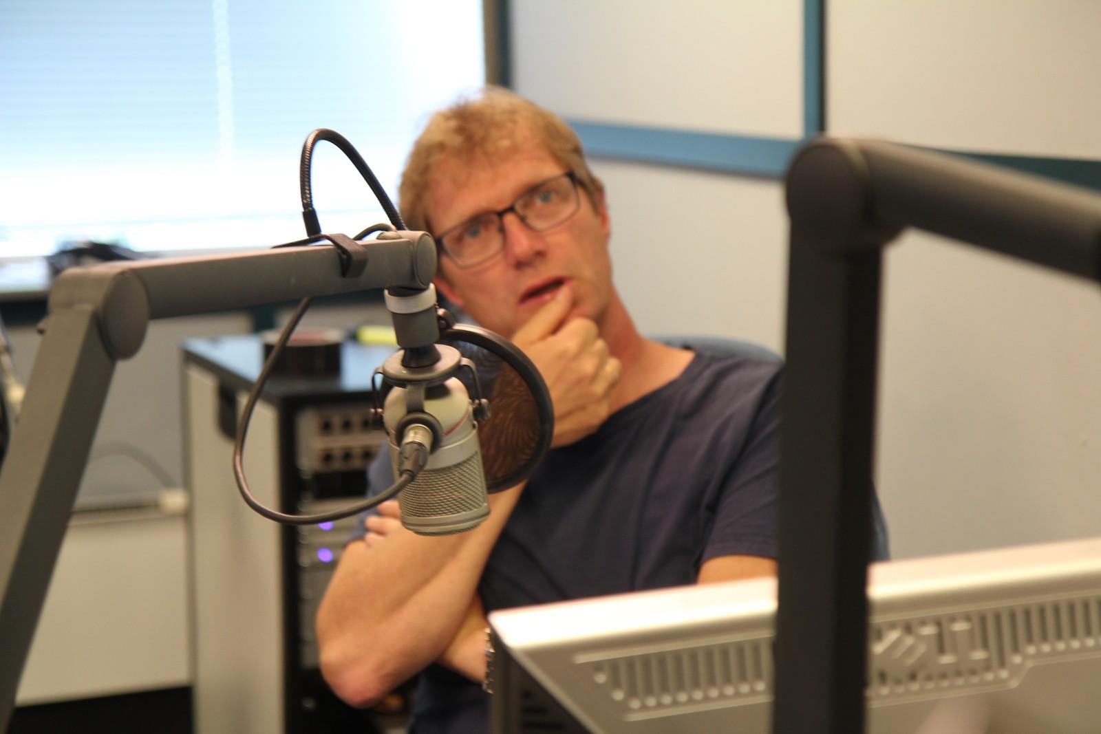 Øystein Ellingsen på plass i radiostudioet.
