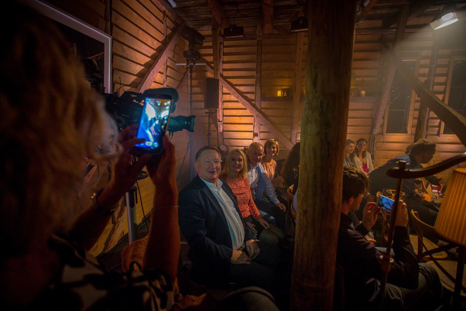 Ordføraren i Gaular, Mathias Råheim, var ein av dei heldige som fekk sjå konserten. Det same var kommunal- og moderniseringsminister Jan Tore Sanner og kona Solveig Barstad.