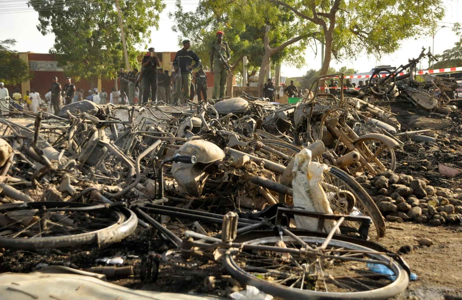 Politimenn på staden der over 100 menneske har mista livet, og fleire hundre vart skadde.