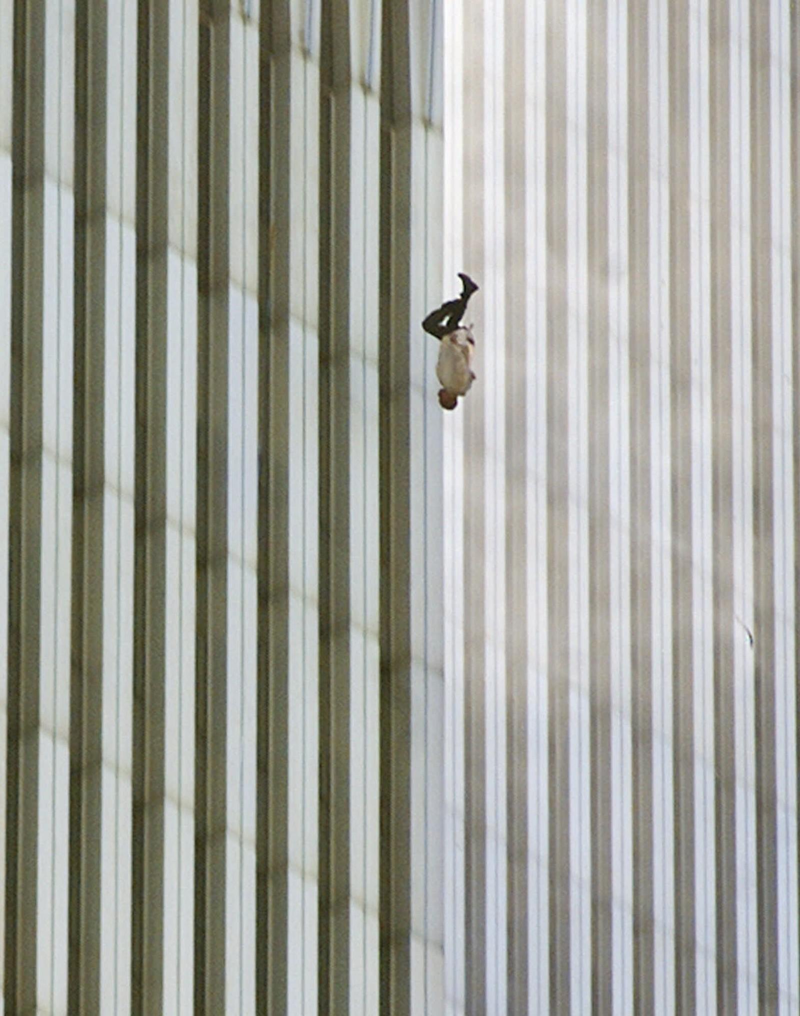 FALLER: Mange kastet seg i døden fra World Trade Center da terroren rammet New York den 11. september 2001.