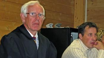 Advokat Geir Haugen og reineier John Anders Sara