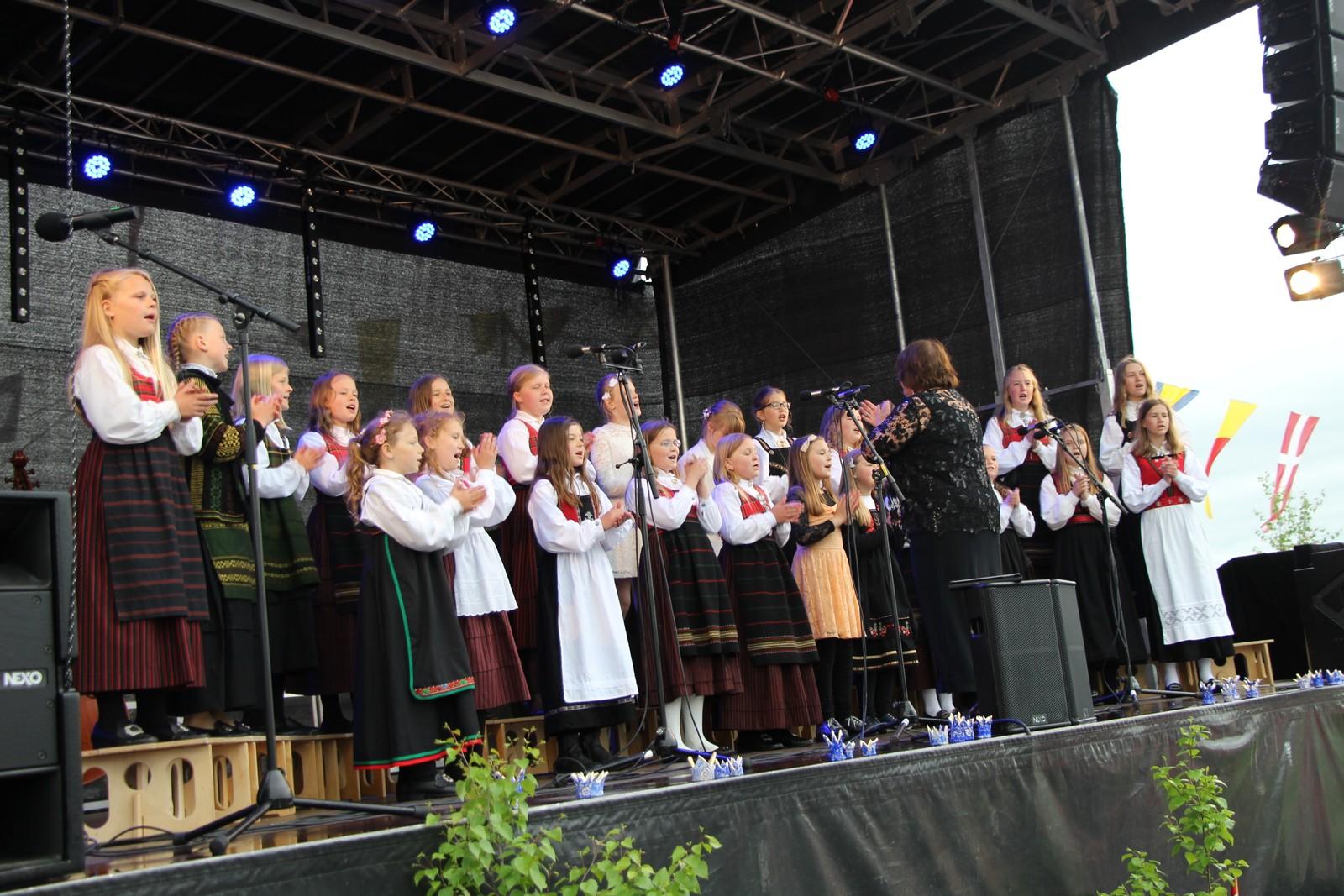 Gjøvik kunst- og kulturskole sitt barnekor. Dirigent Tove Lundborg.