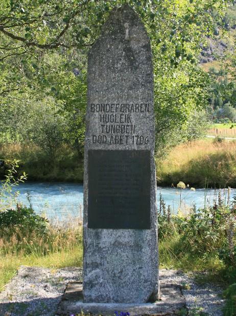 Minnesmerke over Hugleik Tungøen i Oldedalen. Foto: Kjell Arvid Stølen, NRK