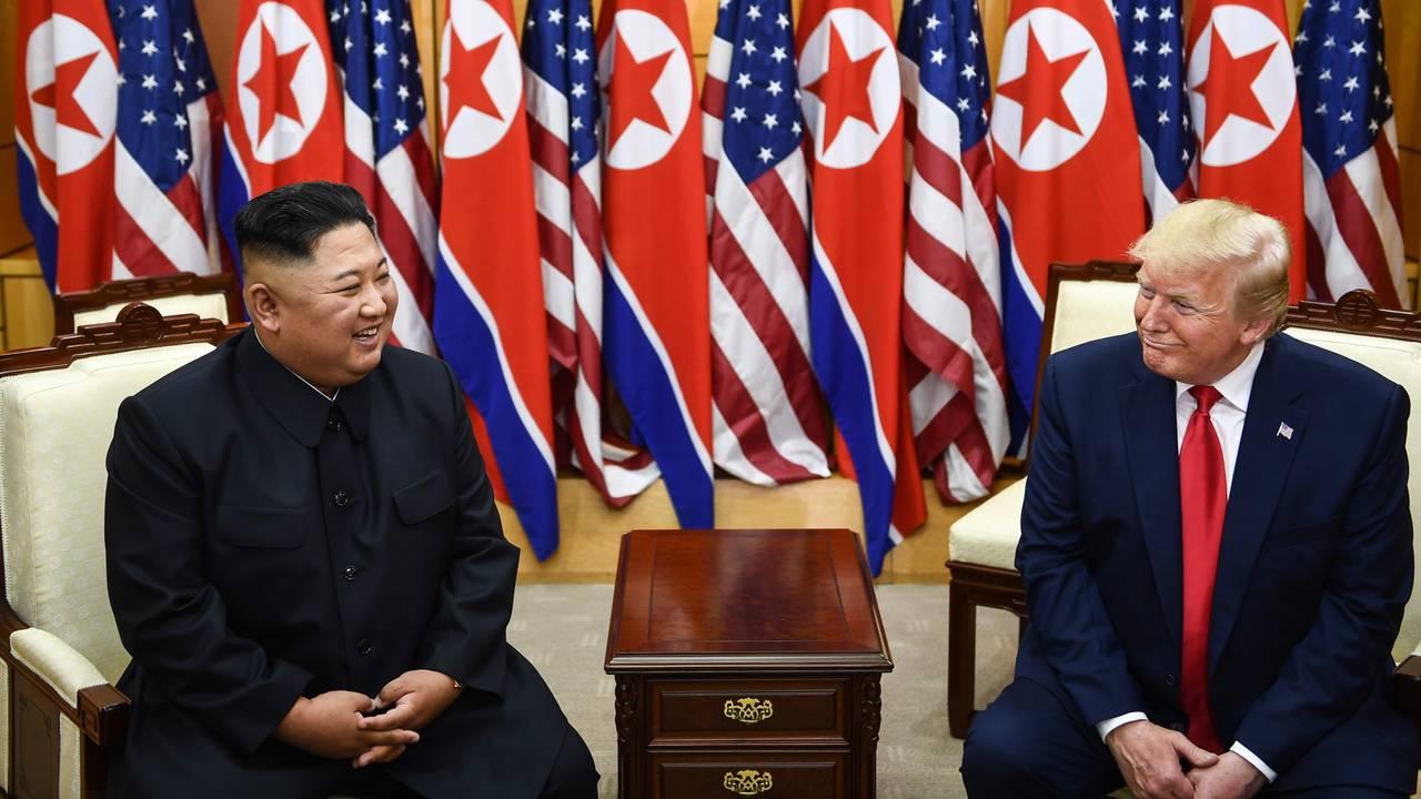Donald Trump og Kim Jong-un under møtet i den demilitariserte sonen mellom Nord- og Sør-Korea
