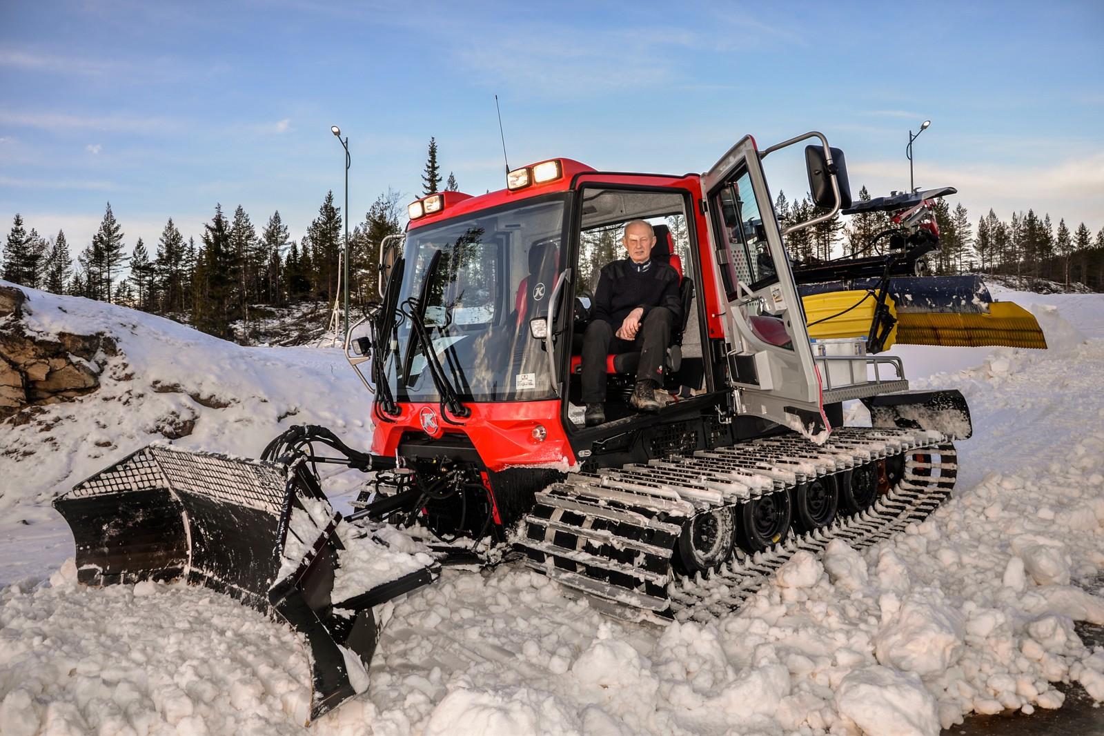 Løypemaskinkjører Sigmund Hamar gjør alt klart til sesongens første skirenn 12. og 13. desember.