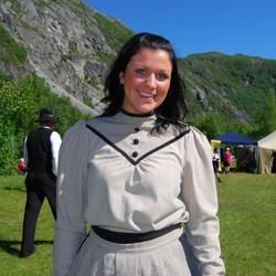 ÅRETS: Årets Svarta Bjørn i 2008, Maria Adolfsen fra Leknes i Lofoten, var på plass i Rombaksbotn da turgåerne kom ned av fjellet. Foto: Billy Jacobsen / NRK 2008