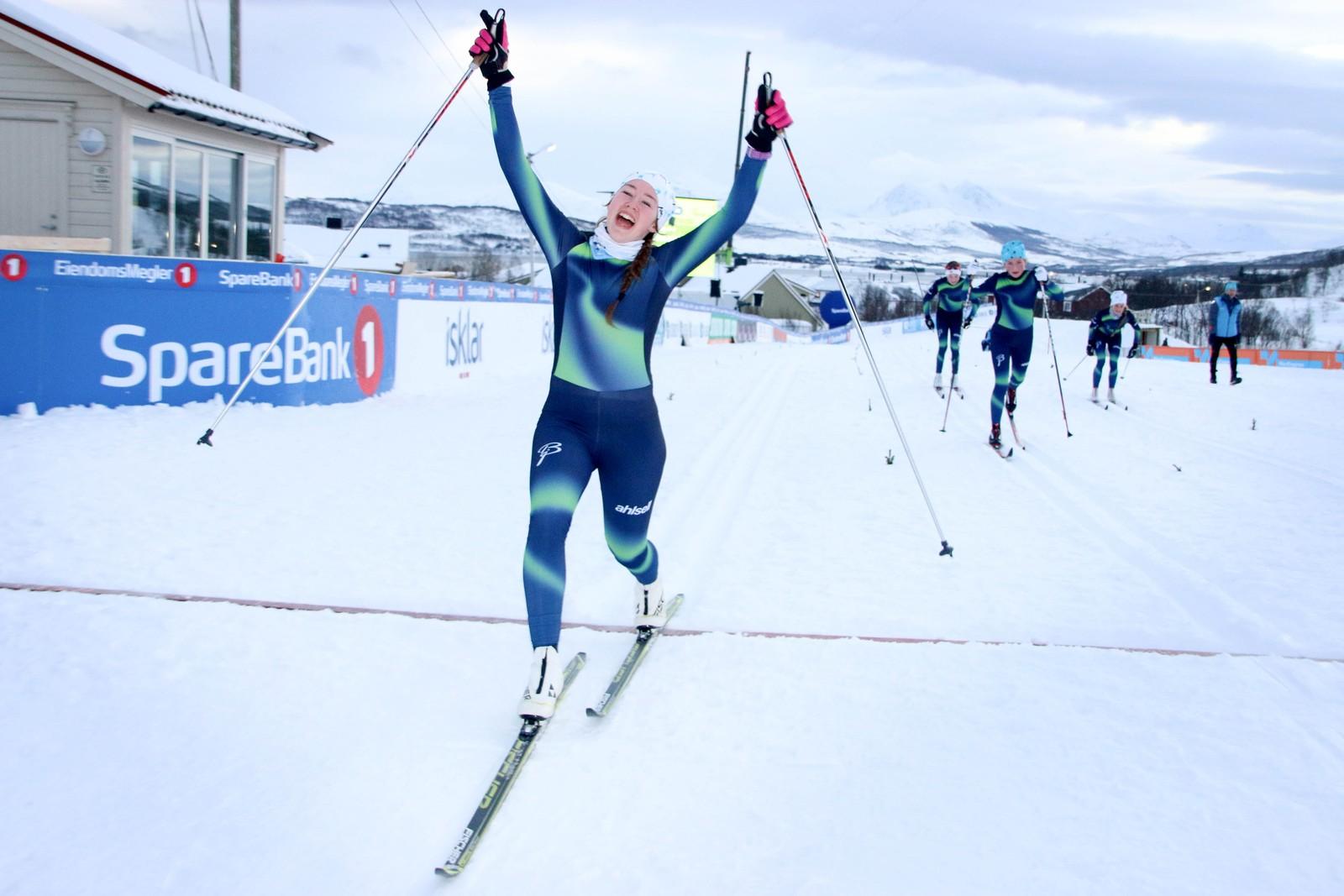 Hanne Kristine Kroken er lettet etter å være ferdig med dagens fem runder i NM-løypene.