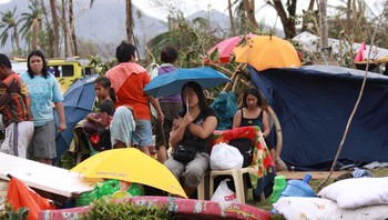 Folk på filippinene etter tyfon