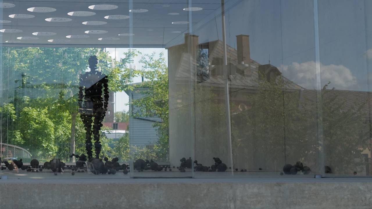«Menneske i Moderskipet» av Antony Gormley i Lillehammer