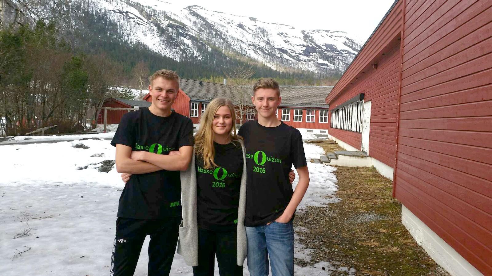 Nils Forren, Ellen Snildalsli og John Kristian Kjøren fra Krogstadøra oppvekstsenter i Snillfjord.