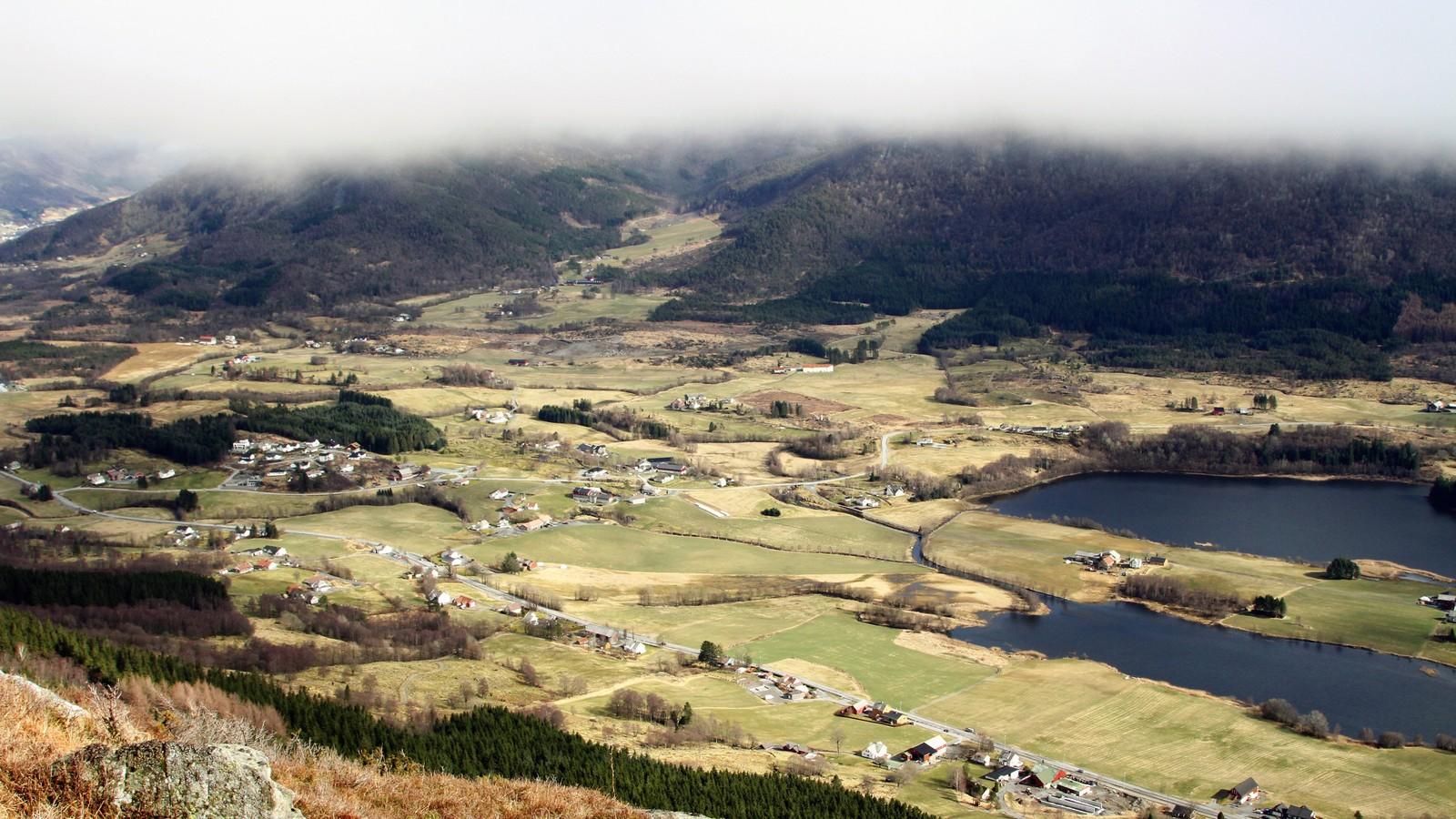 Øvre Vats i Vindafjord. Bildet er tatt fra Krakkanuten.