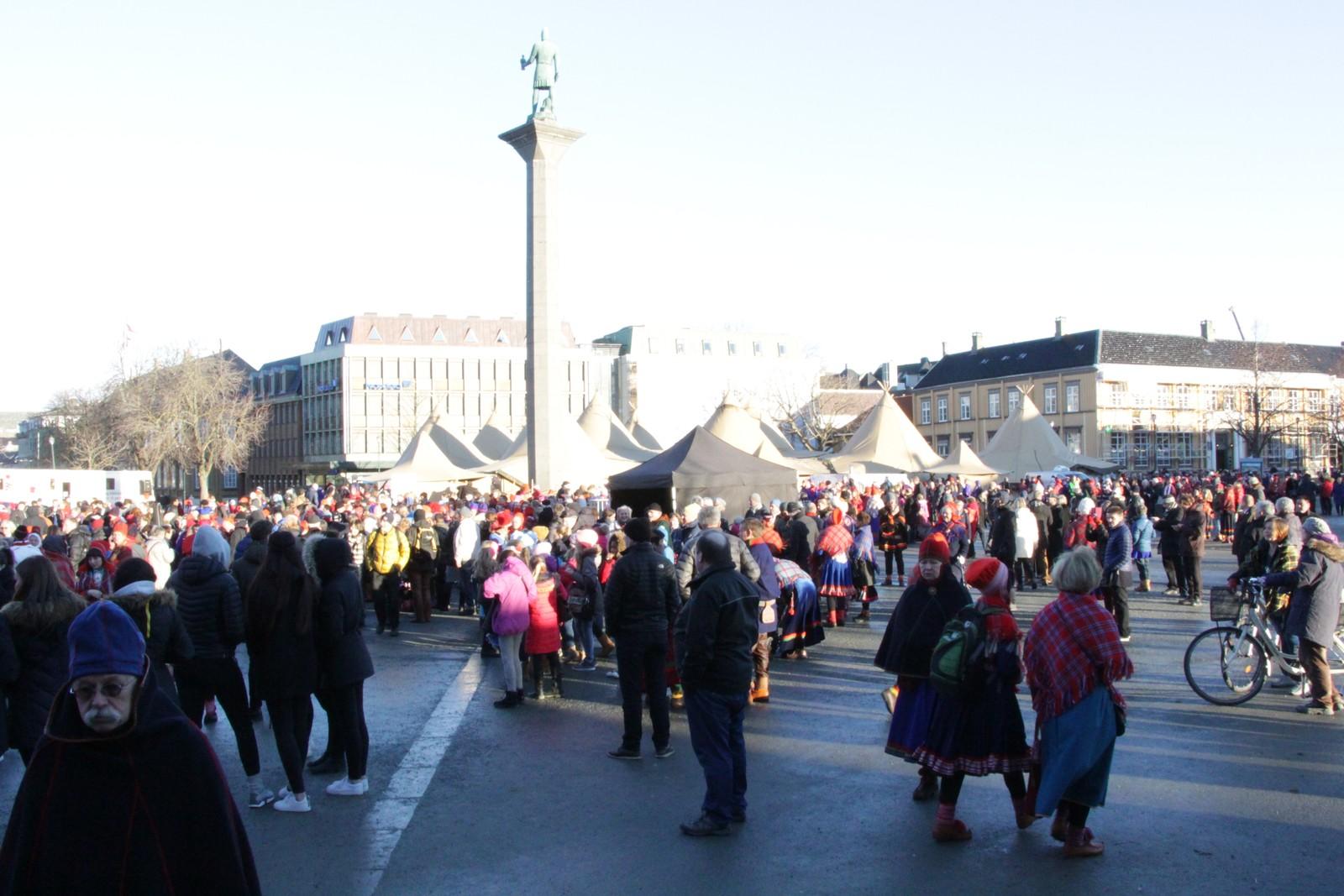 Folkemylderet på Trondheim torg.