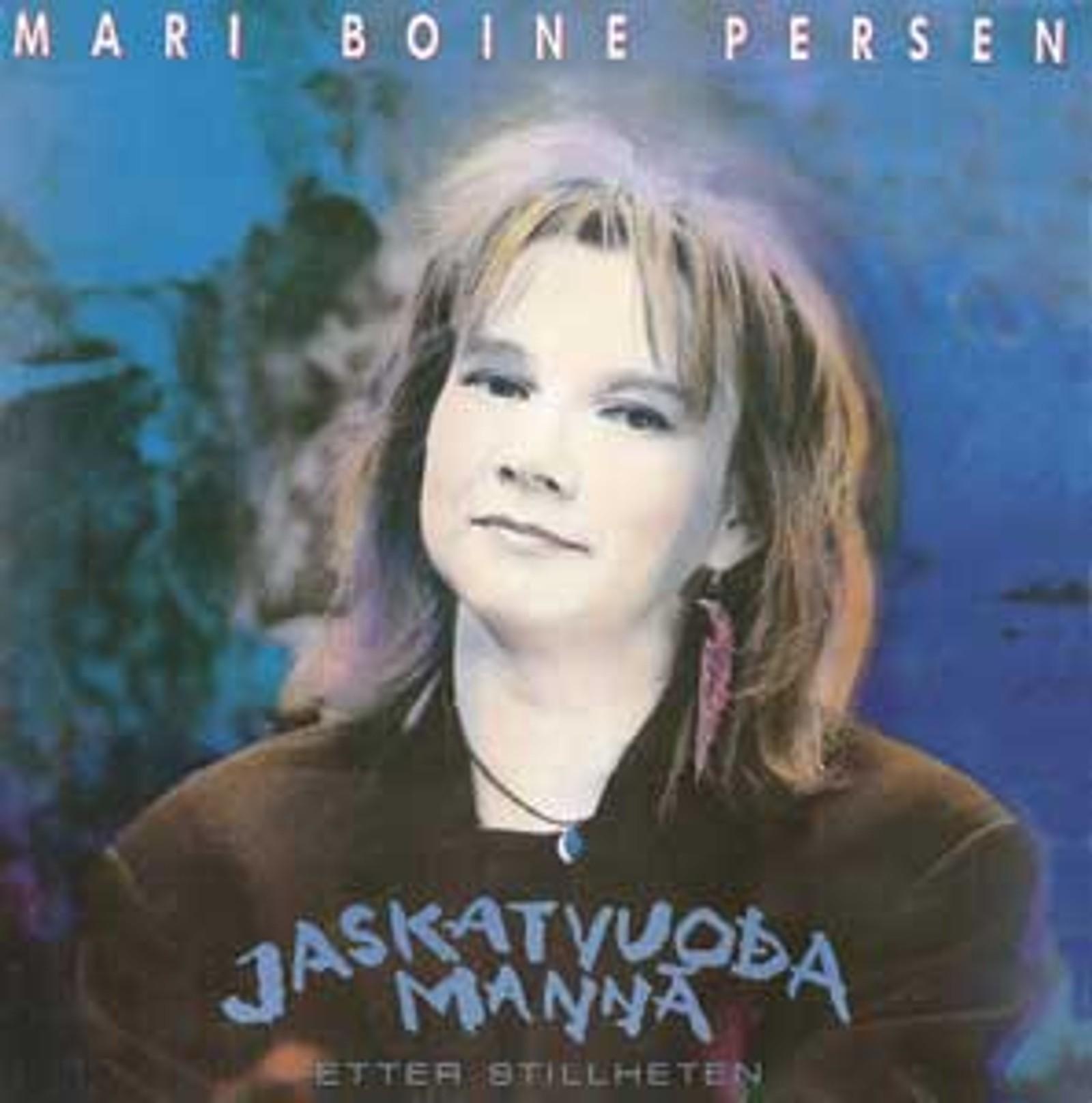 I 1985 kom Mari Boine med sin første LP: Etter stillheten. Platen inneholder også «Ná darvánii jahkku». Låta er en egenforfattet tekst til John Lennons «Working class hero». Blant enkelte i samiske miljøer ble hun den gang kritisert for å synge på samisk.