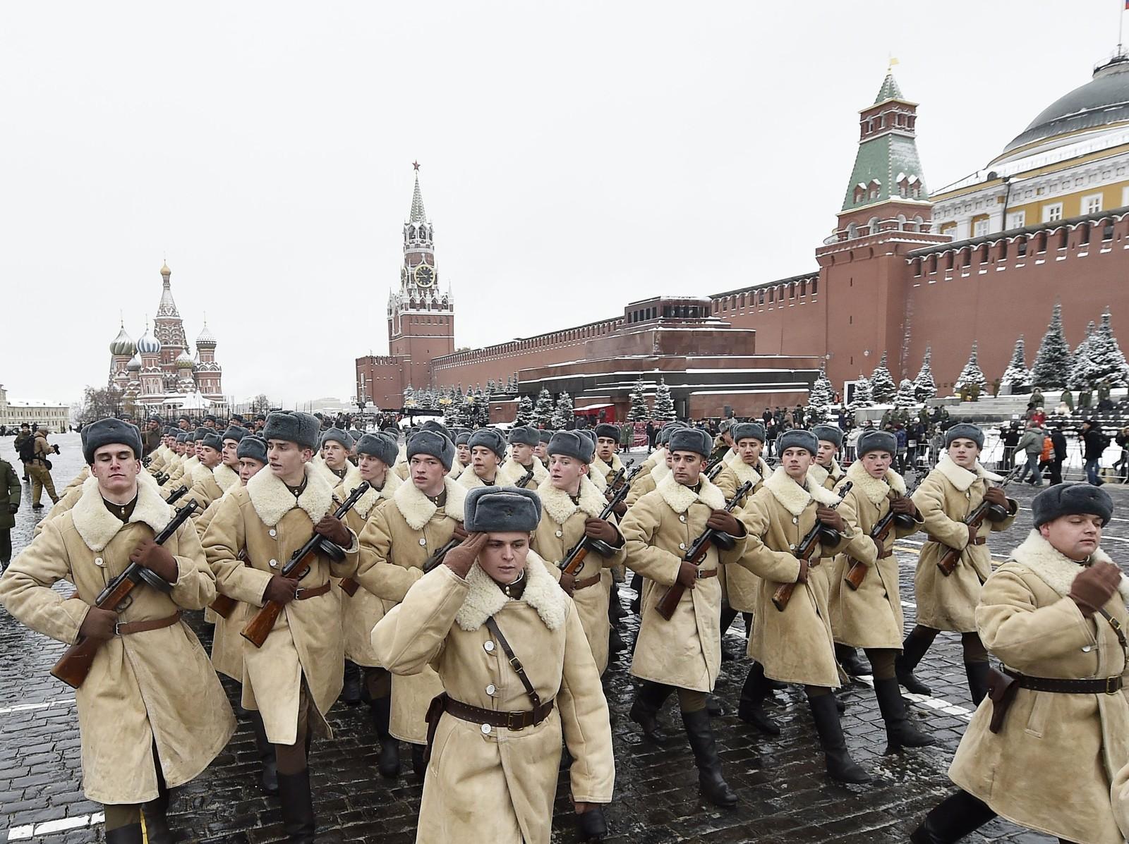 Tilbakeblikket på paraden i 1941 vart emosjonelt for krigsveteranane som var til stades. 5500 menn og gutar deltok i paraden i dag.
