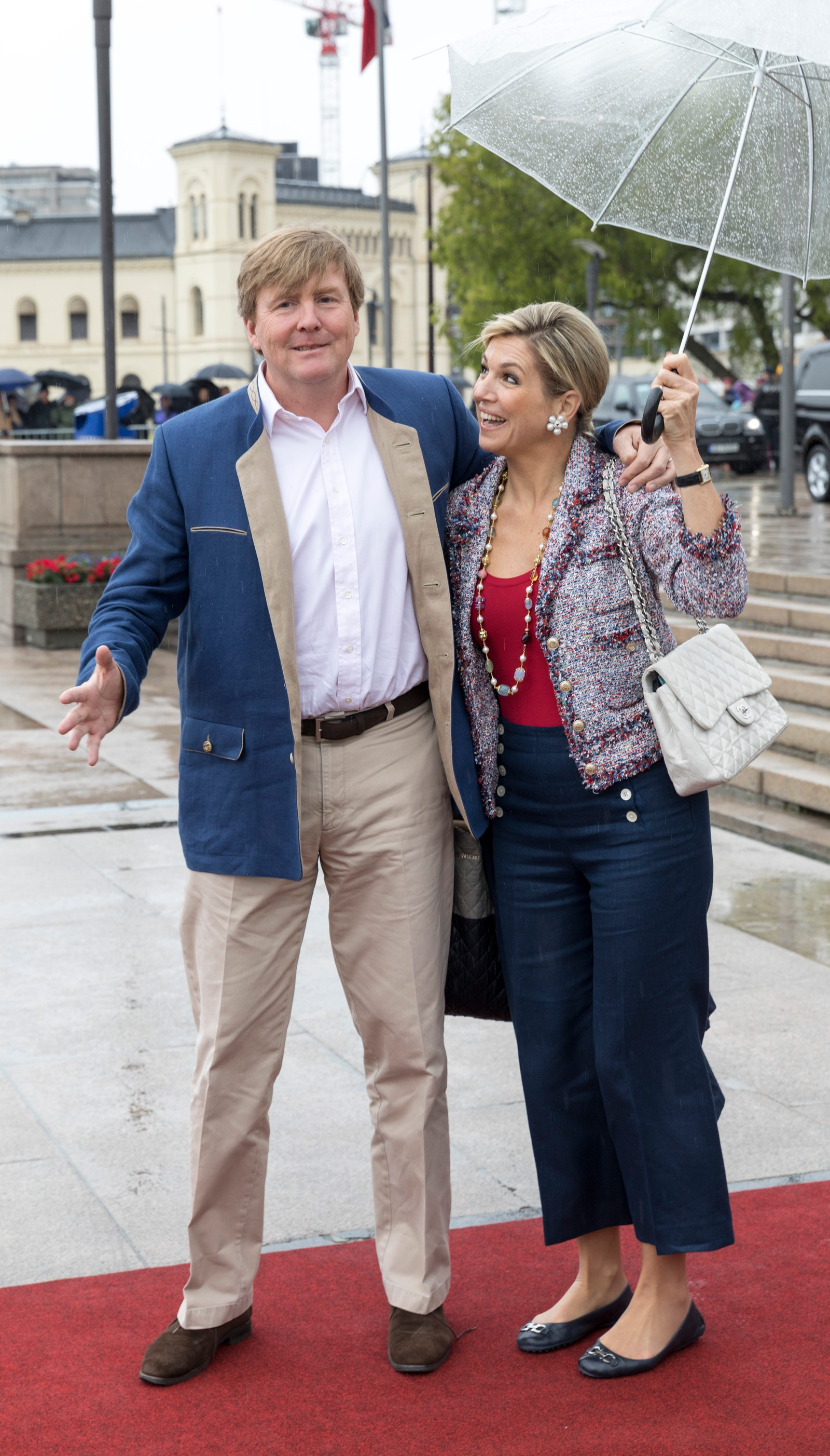 Kong Willem-Alexander og dronning Maxima av Nederland ved avreise fra honnørbrygga i Oslo på tur til lunsj på Kongeskipet Norge onsdag.