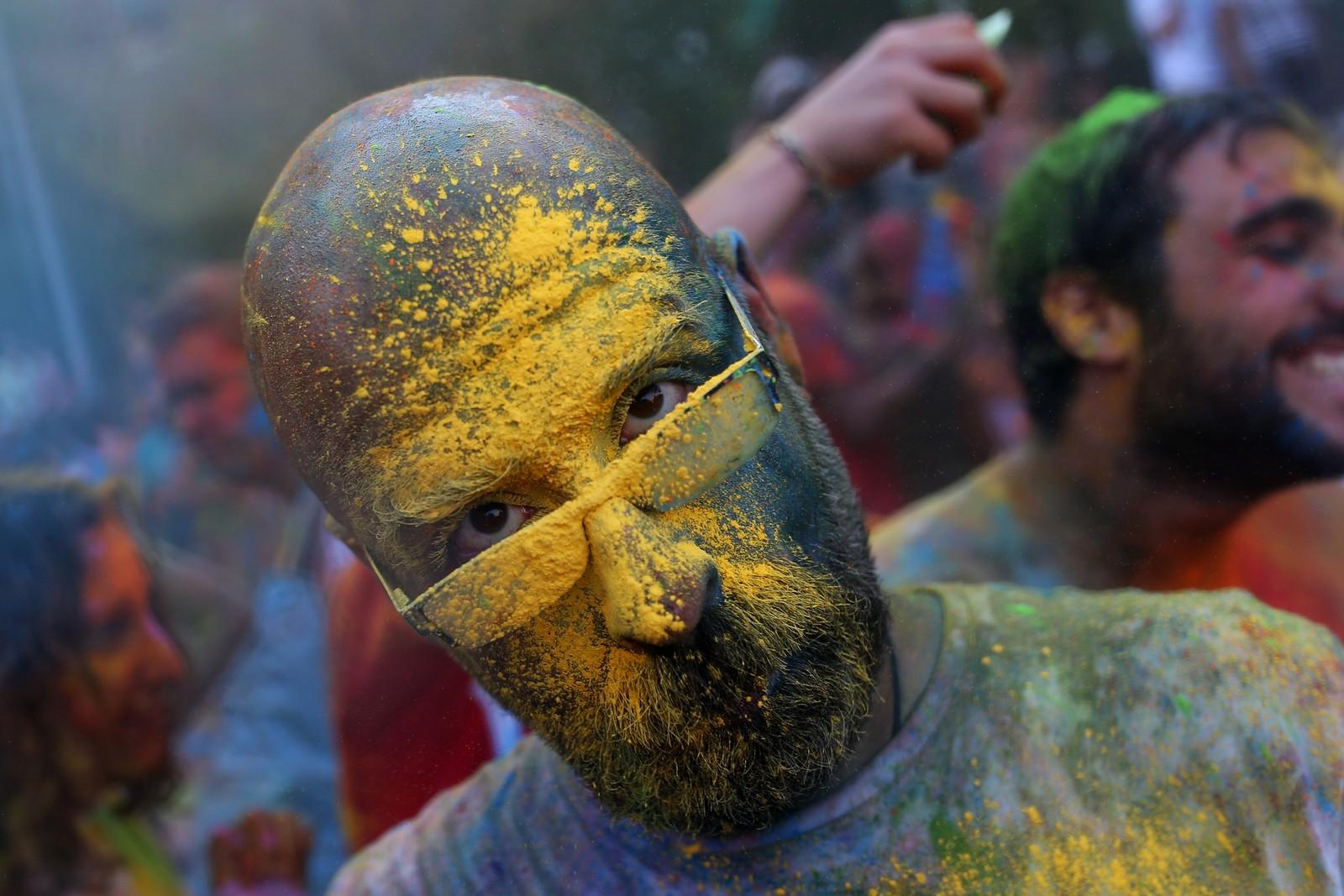 Den fargerike Monsoon Holi-festivalen i Madrid, Spania, er inspirert av den indiske hindu-feiringen.