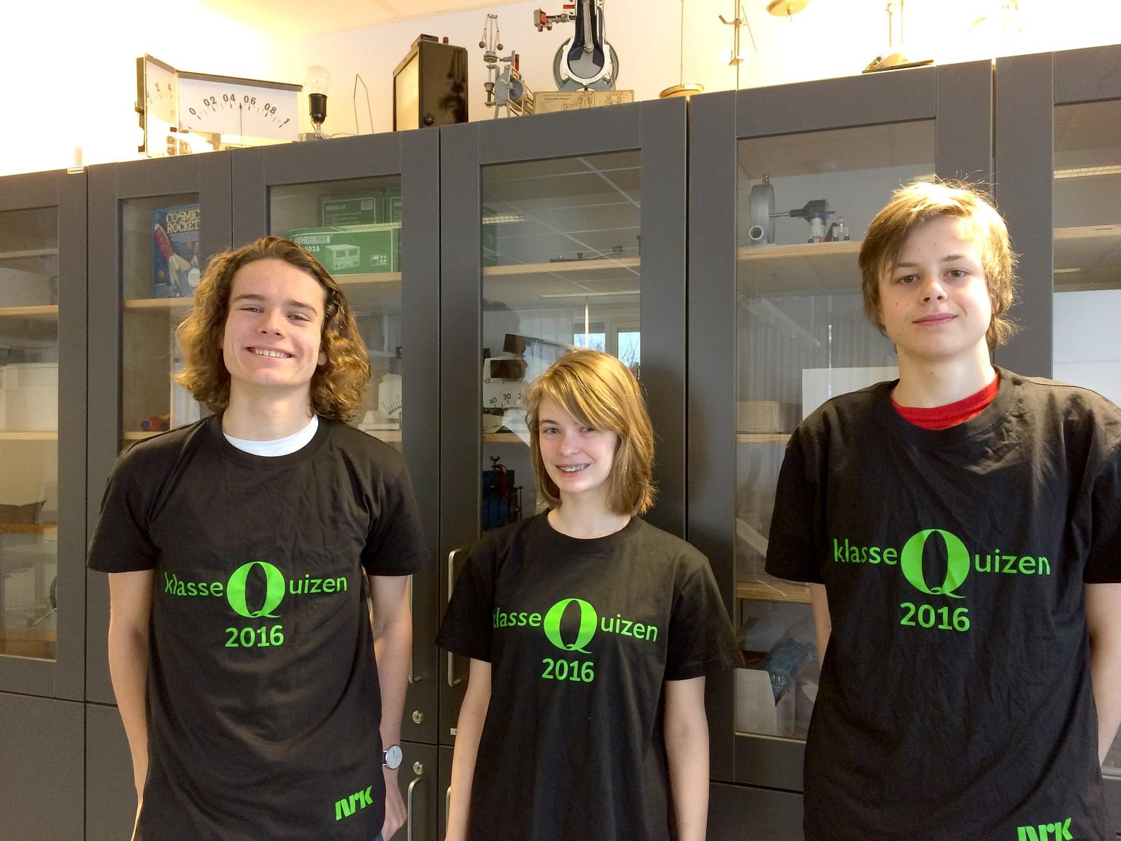 Rasmus Bach Sindre, Tyra Joarsdottir og Johan Edvard Karlsen fra Rosenborg skole fikk 11 poeng av 12 mulige.
