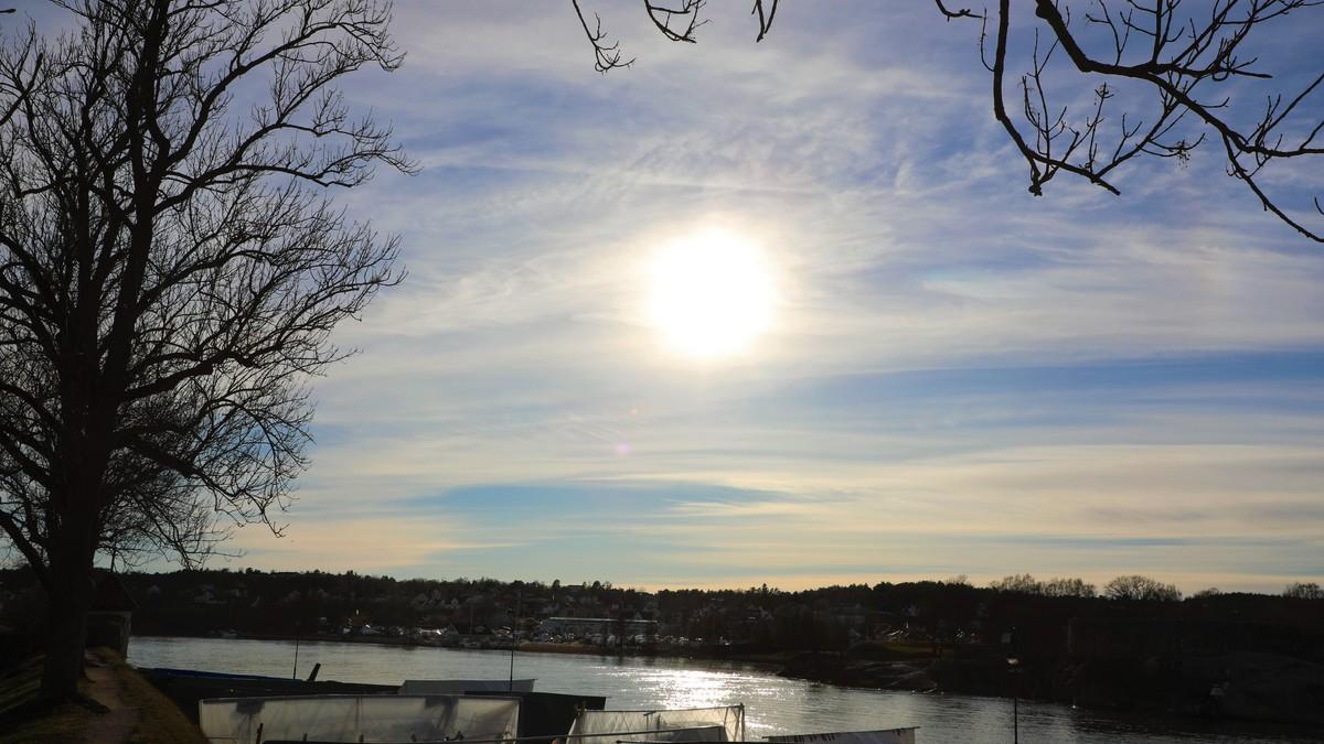 En solfylt dag på Østlandet i dag. Strålingen øker nå for hver dag som går, og kan nå moderat styrke i Sør-Norge denne uka. Det betyr at behovet for å beskytte seg øker.