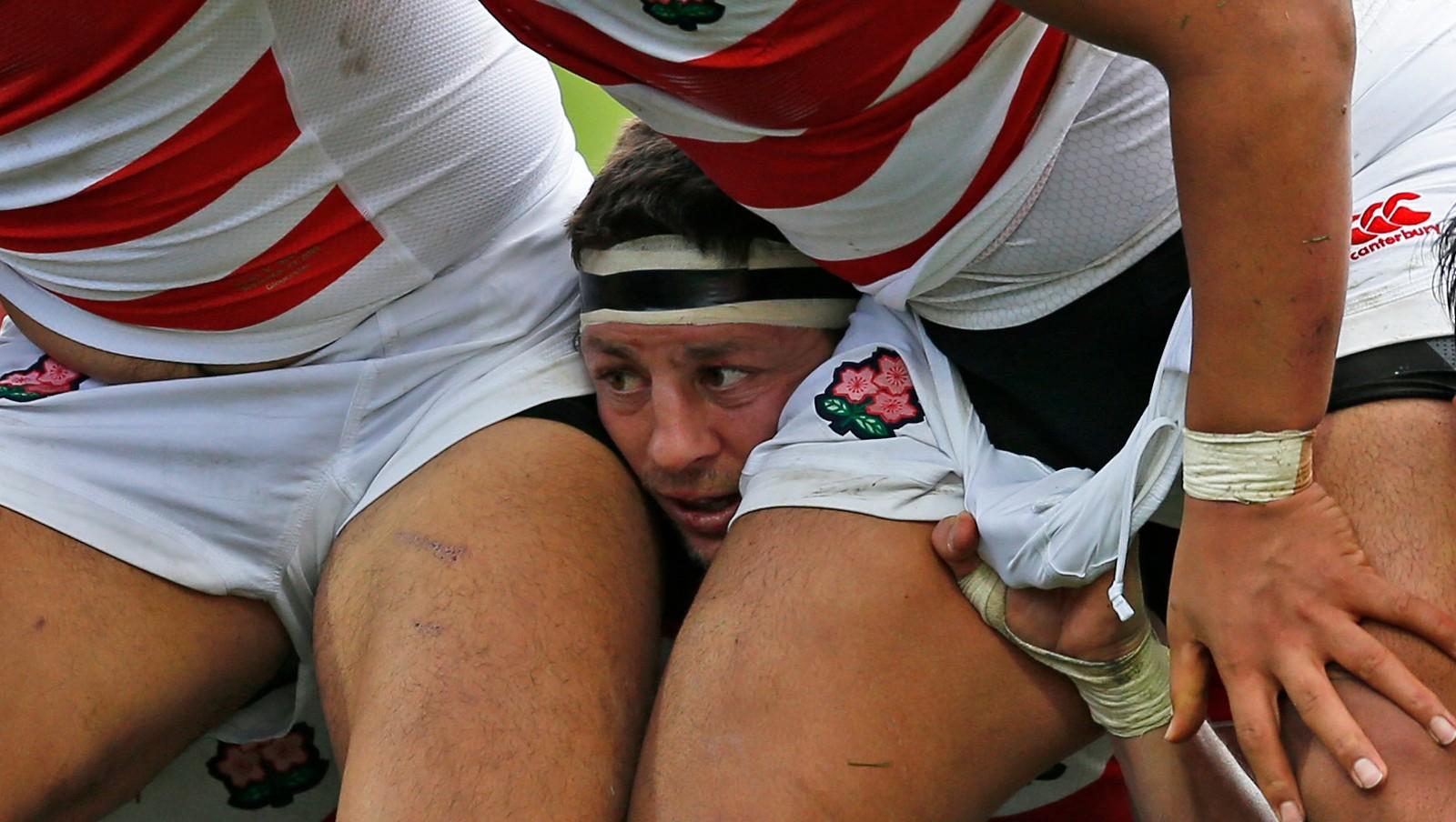 Skottland møtte Japan i gruppespillet i verdensmesterskapet i Rugby i september. Japans Luke Thompson titter frem i midten.