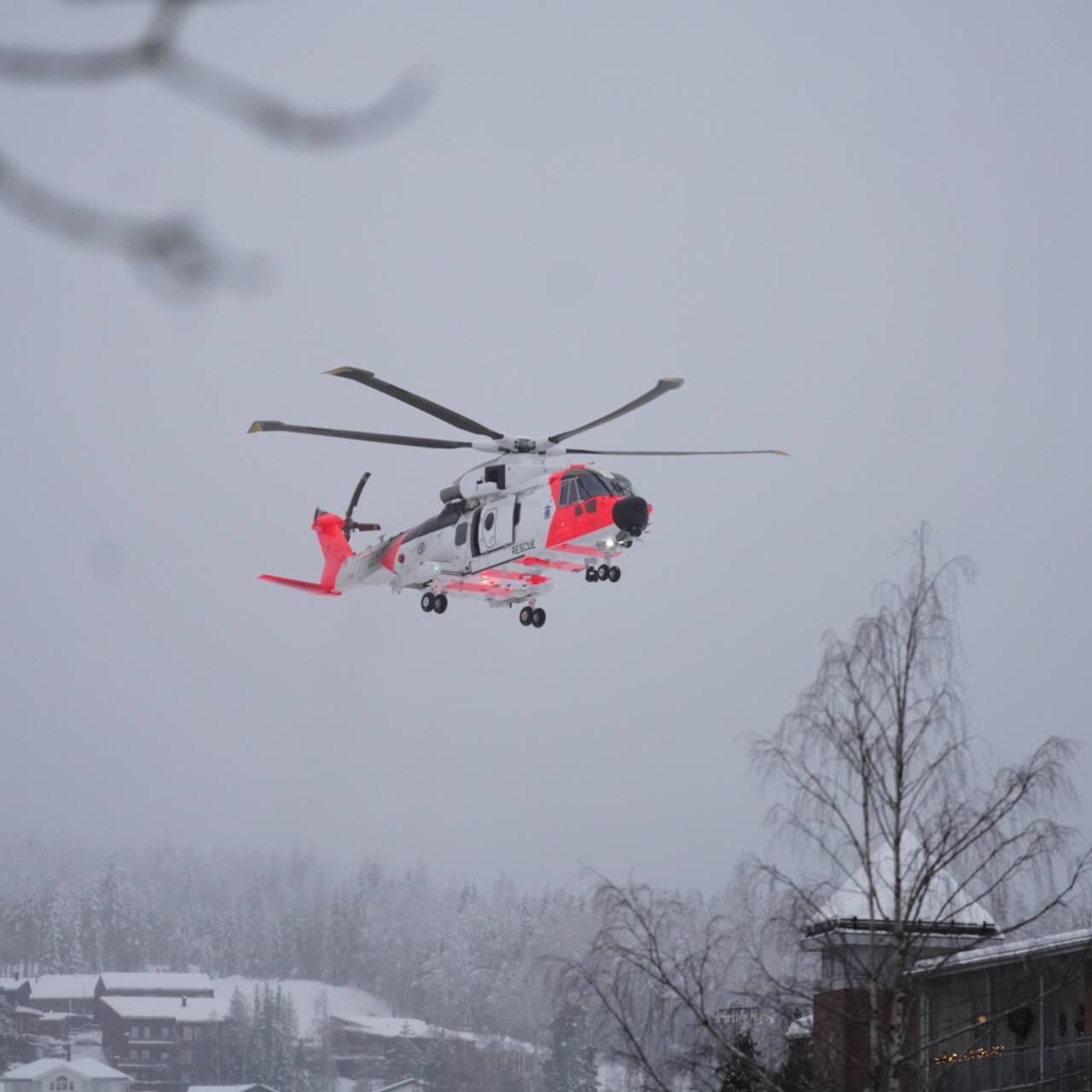 Sea King-helikoptre søker etter personer i skredområdet på Gjerdrum.