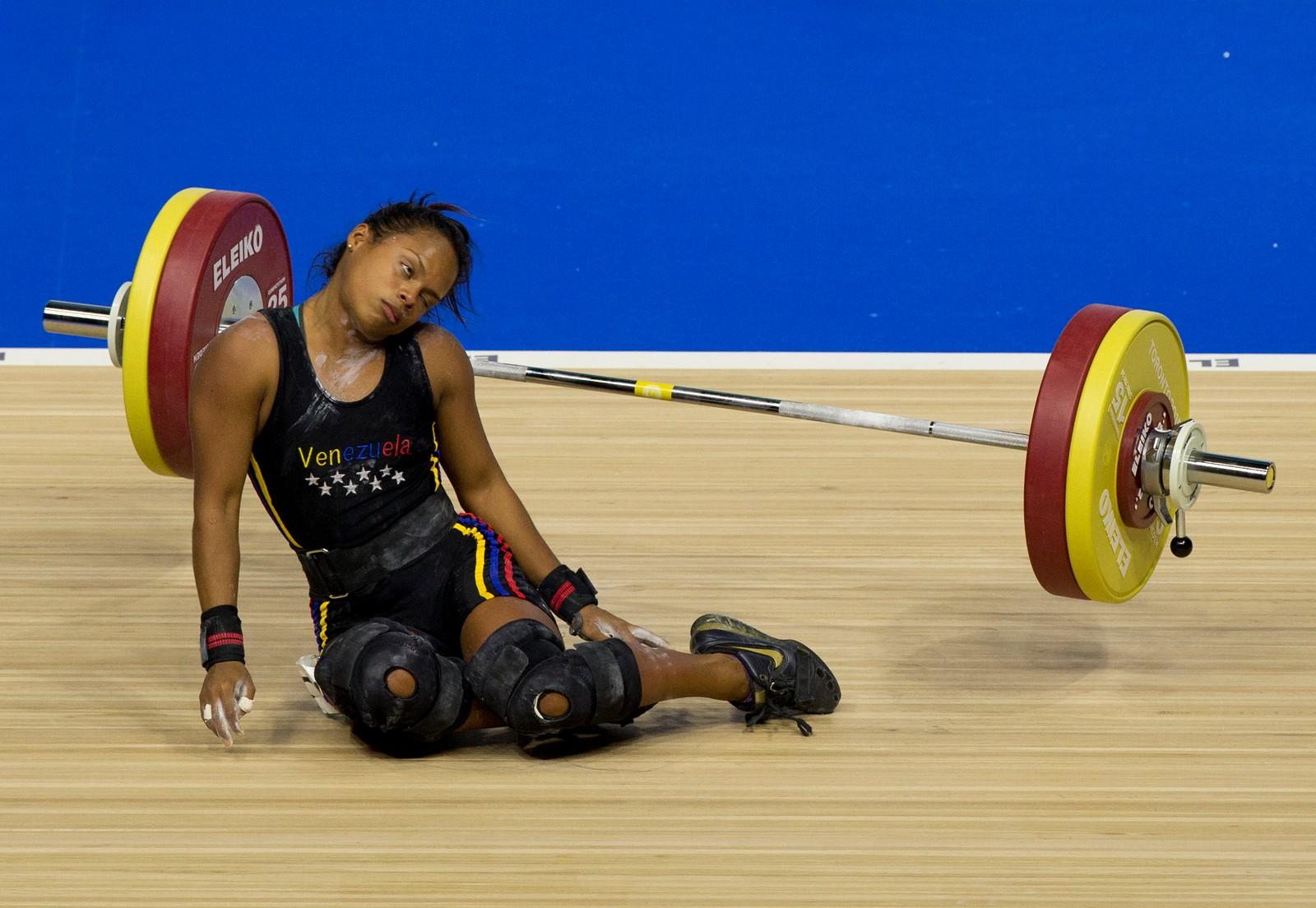 Venezuelas Genesis Rodriguez Gomez (20 år, 52 kilo) kollapset under den 106 kilo tunge stanga i vektløfting-konkurransen i de pan-amerikanske lekene. Det gikk bra med henne, og da hun seinere klarte å løfte 109 kilo, ble hun premiert med sølv-medalje.