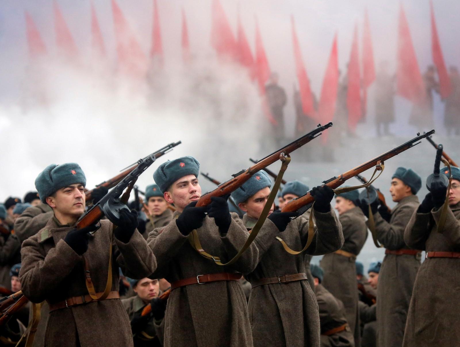 - Eit skuleeksempel på patriotisme og mot, sa statsminister Medvedev i dag om soldatane som kjempa i slaget om Moskva og hindra nazistane i å ta byen.
