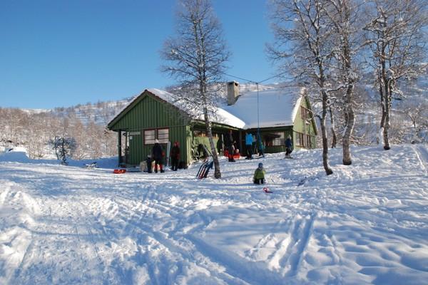 Det er gode omgivelser for ski og aktiviteter i snø rundt Grieghytten -  Foto: Einar J. Grieg