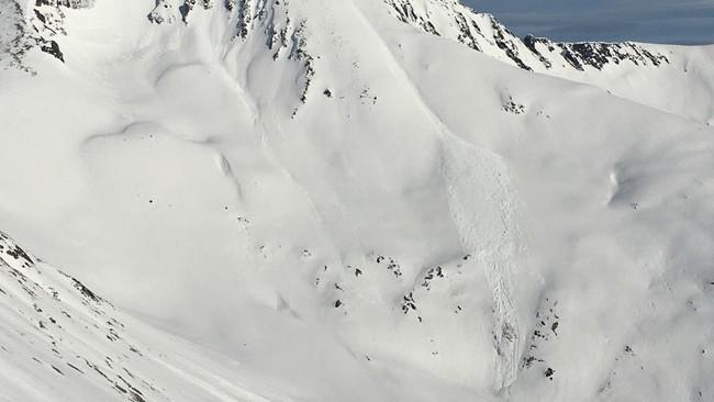 Skredet har gått ned fra Saudehornet som ligger rett overfor Ørsta. Det har en høyde på 1303 meter.