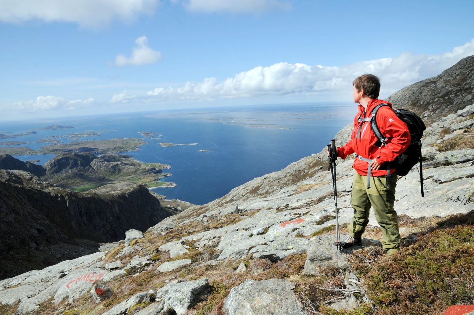 """""""Ut i Øyan"""" ved øyene Dønna og Herøy ved Sandnessjøen."""