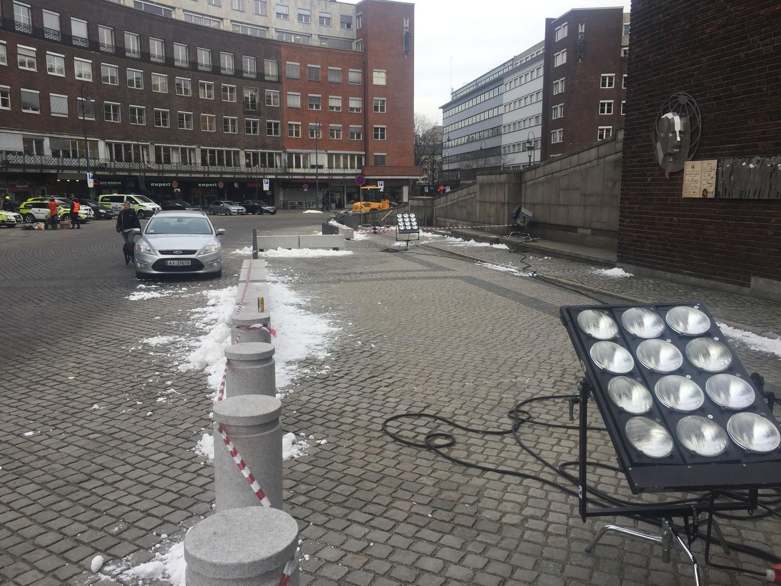 Plassen foran Oslo rådhus med kunstig snø.