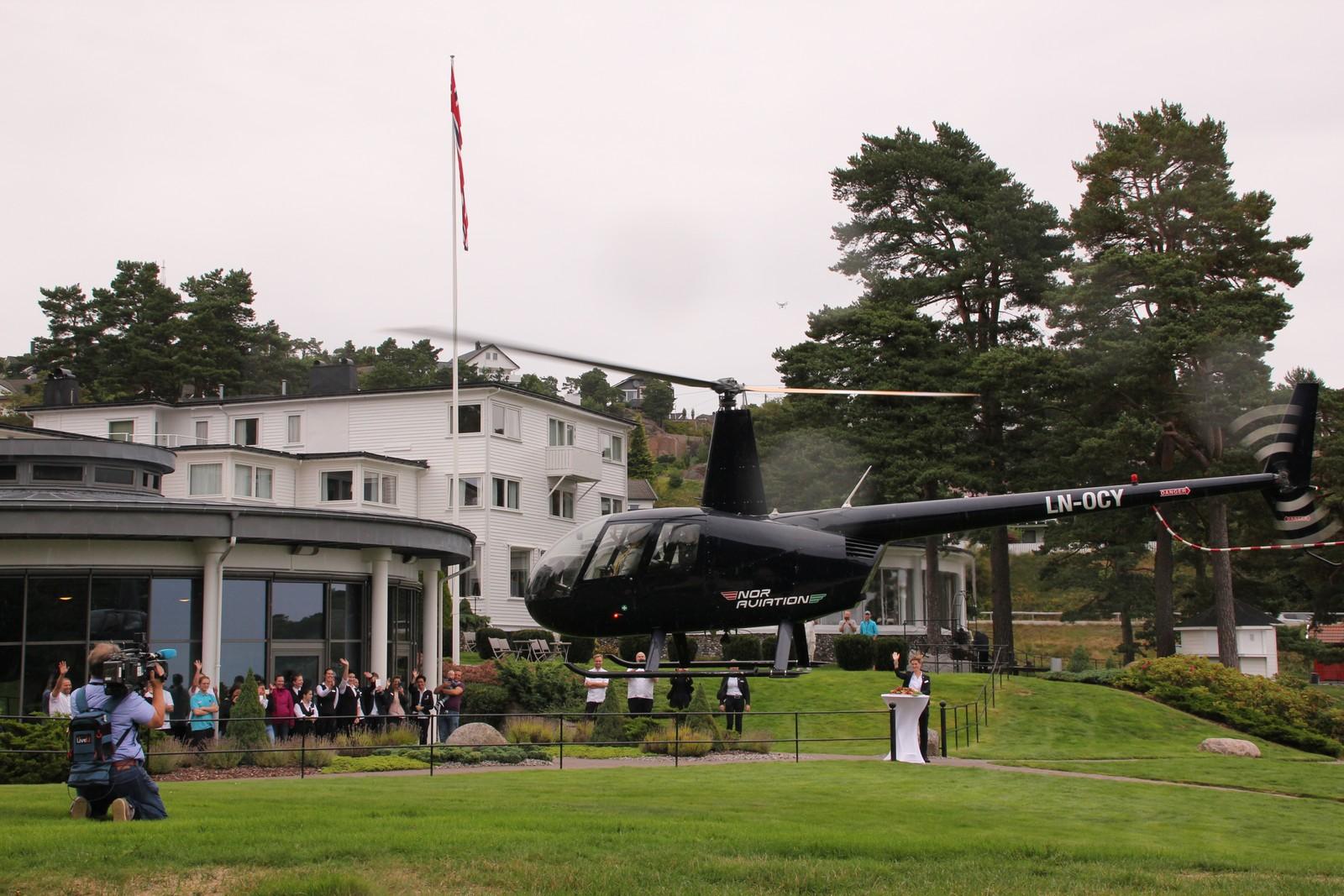 Berntsen ankom hotellet i helikopter for 14 år siden. I dag forlot hun hotellet på samme måte.