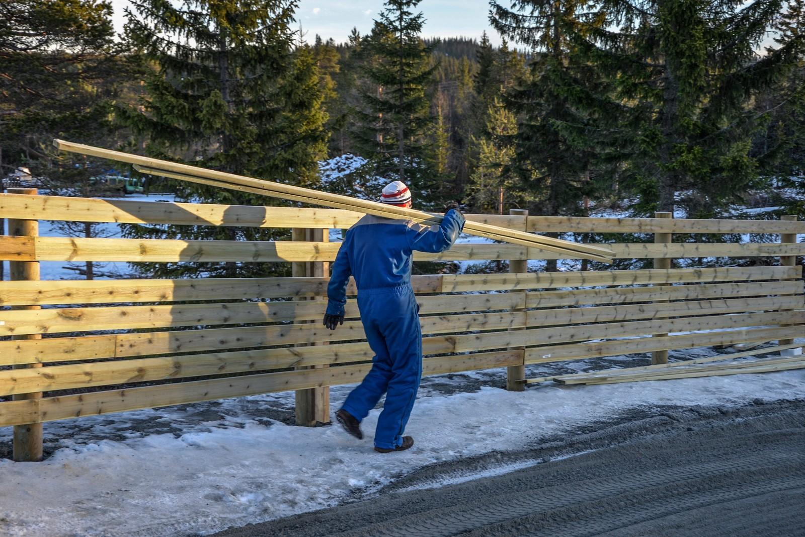 Dagfinn Stenerud er en av mange som jobber dugnad for å få anlegget ferdig.