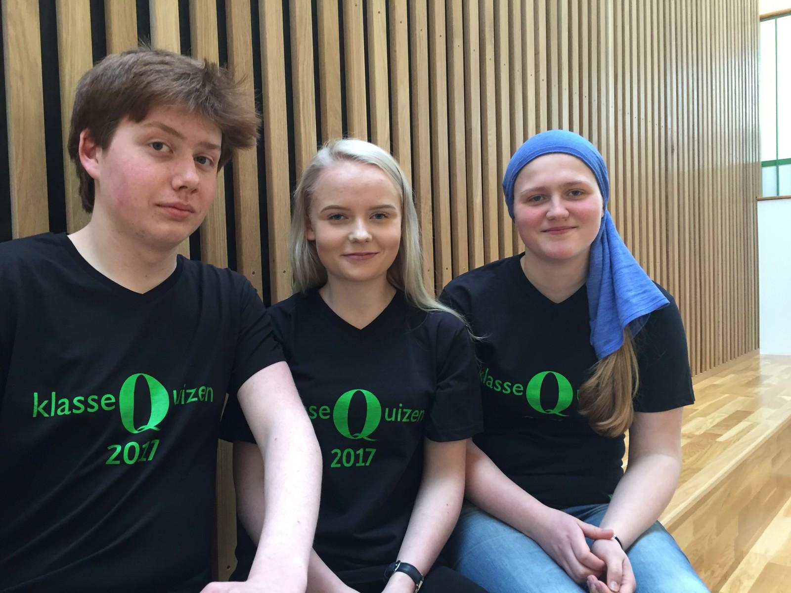 OVERHALLA BARNE- OG UNGDOMSSKOLE: Fra venstre: Daniel Risvik Hugås, Julie Holter og Hilde Lund Moen.