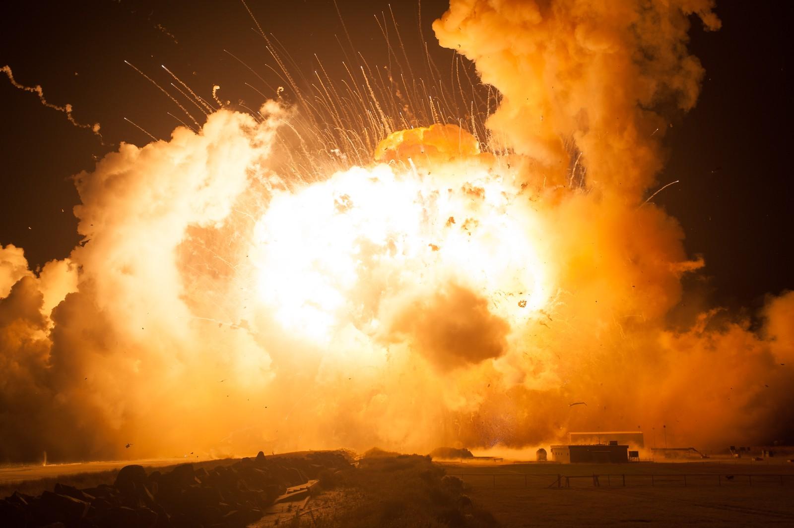 Den fjerde eksplosjonen er den kraftigste, den kommer under et halvt sekund etter den første.