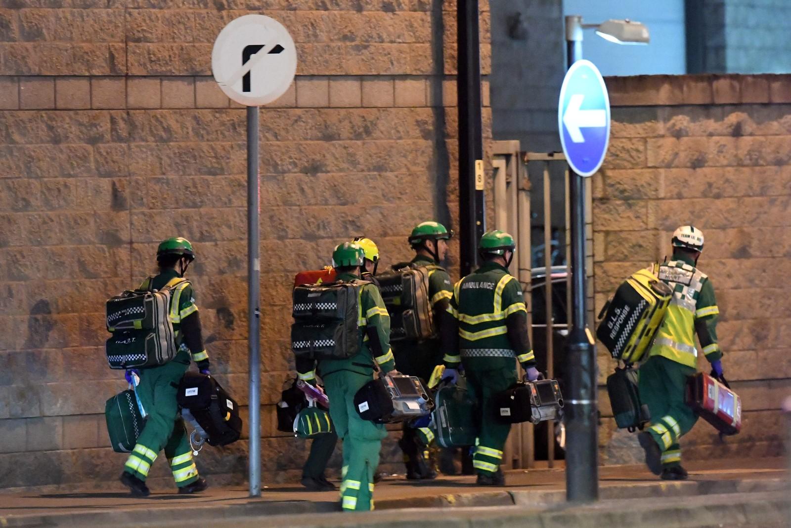 Flere titalls ambulanser rykket ut til konsertlokalet for å ta hånd om skadde konsergjengere.
