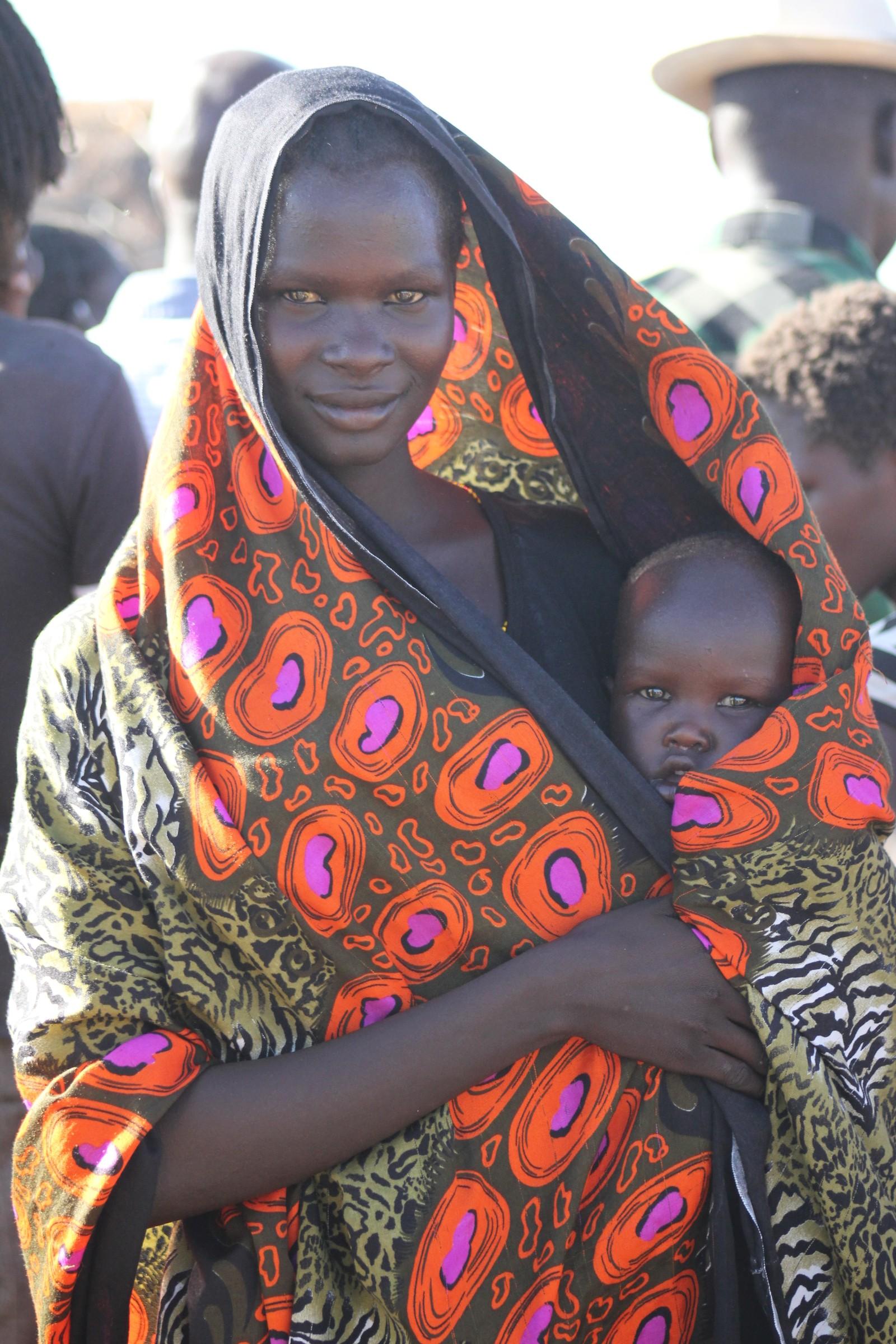 Også her bærer kvinnene ansvaret for barna.