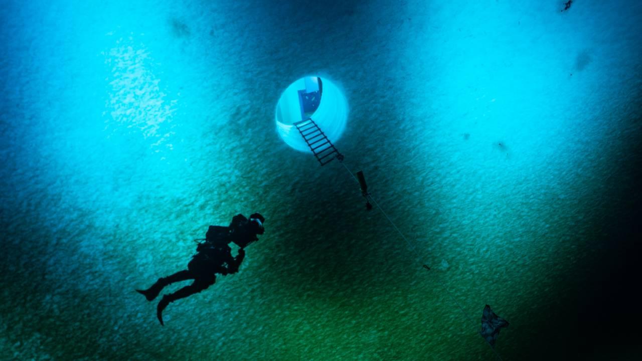 BBC dykkemannskap under Rossisen i Antarktis.