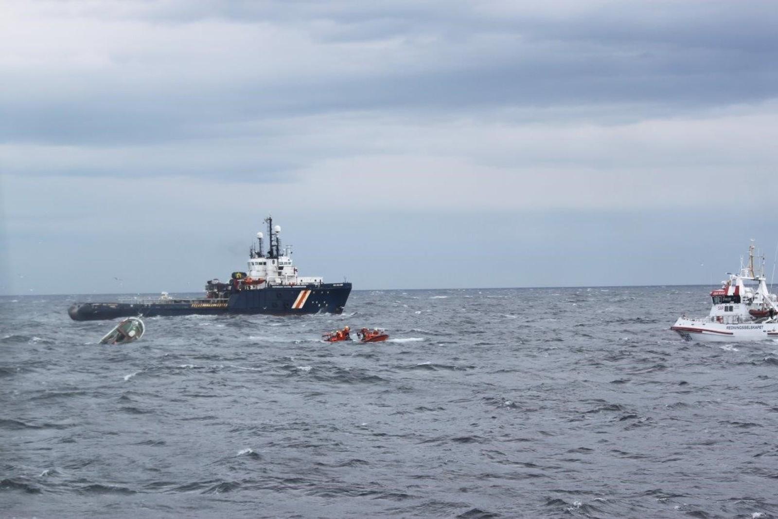 Kort tid etter at alarmen gikk var redningsskøyta «Reidar von Koss», fiskebåten «Soya», kystvaktfartøyet «KV Farm», supplyfartøyet «NSO Crusader» og et redningshelikopter på vei.
