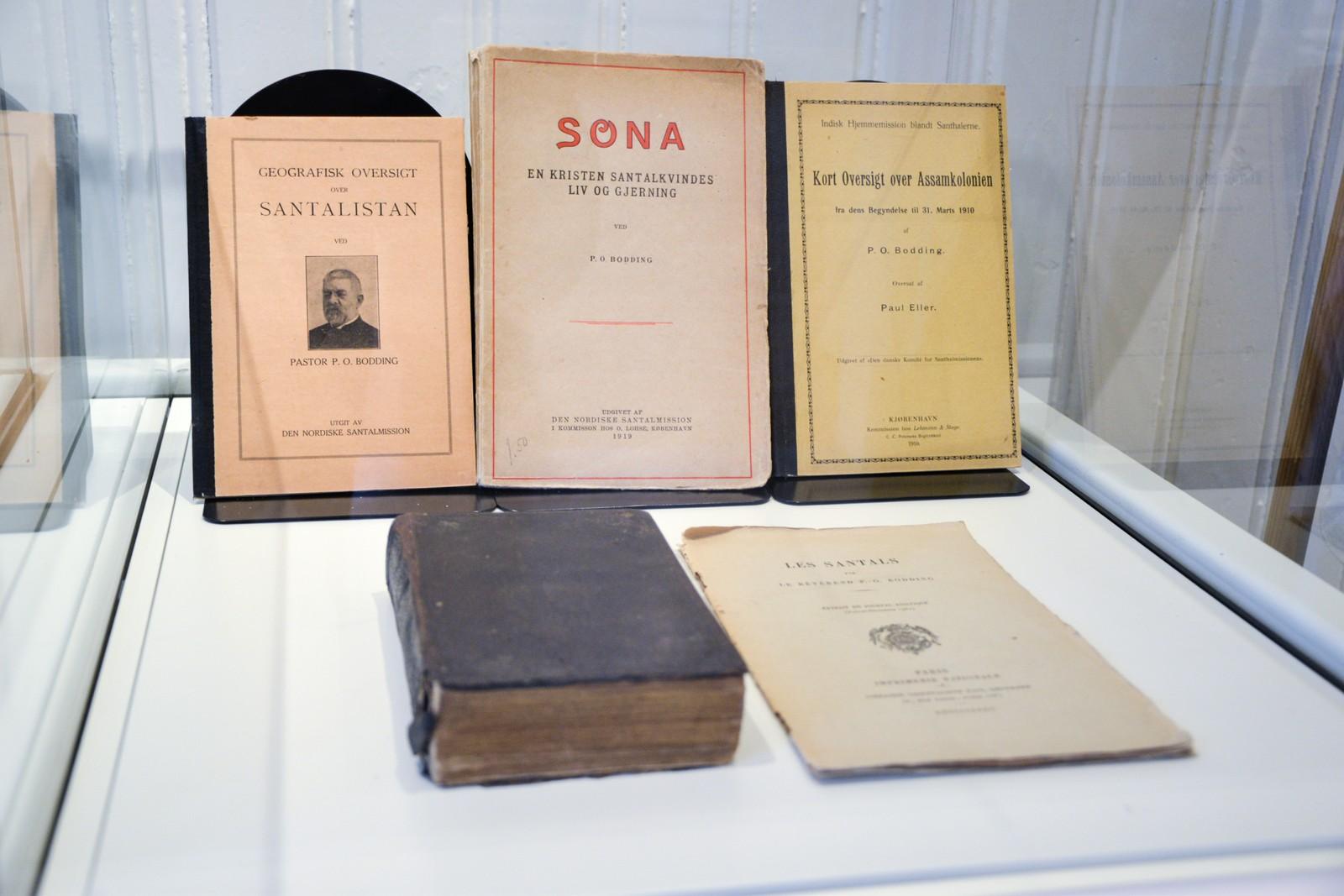 Han samlet også folkeeventyr og sanger og ga det ut i bokform. Han samlet også inn over 300 resepter på medisiner som santalene brukte til å bekjempe sykdommer.